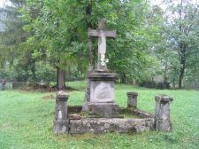 Élõlánccal fogják védeni az úzvölgyi temetõt csütörtökön