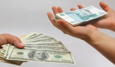 Rohamosan emelkedett a rubel dollár- és euró-árfolyama