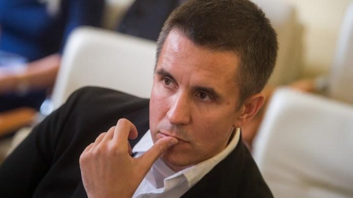 Elítélt MSZP-s cégével világíttatnák át a megszerzett önkormányzatokat