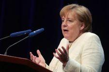 Ebből belpolitikai válság lehet: Megingott Merkel pozíciója, mert halogatja a migrációt kezelő intézkedéseket