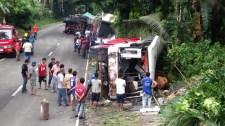 Karácsonyi misére tartó busz karambolozott. Sokan meghaltak