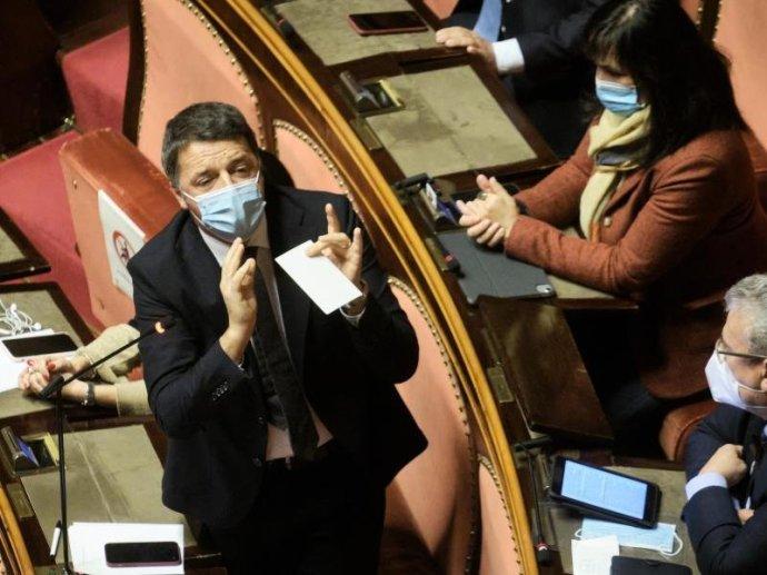 Lemondanak Matteo Renzi miniszterei, bukik az olasz kormány