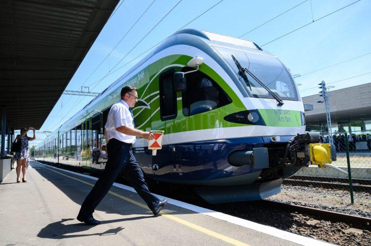 Flirt Füreden: Átadták az észak-balatoni vasútvonal villamosított szakaszát
