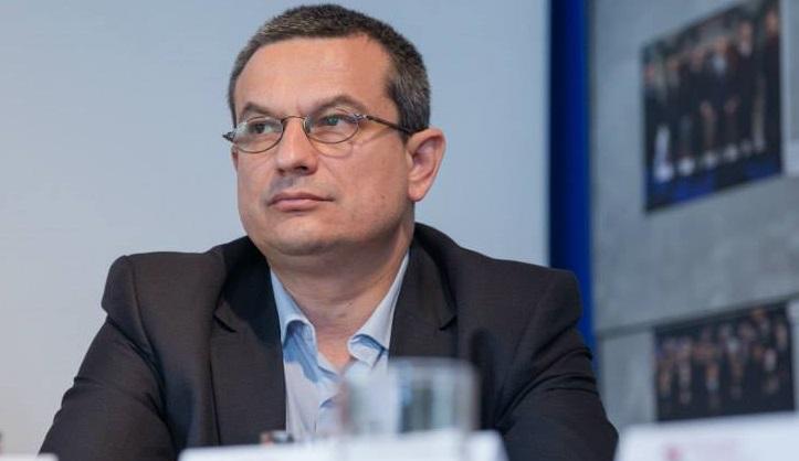 Asztalos Csaba: jogi szempontból problémás a zöld igazolvány kormányhatározat révén történõ kötelezése