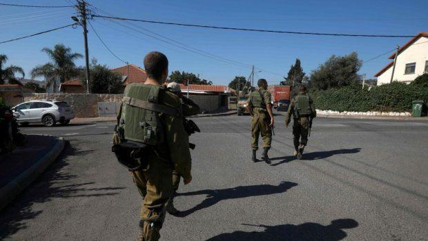 Félelmükben elmenekültek az izraeli katonák (videó)
