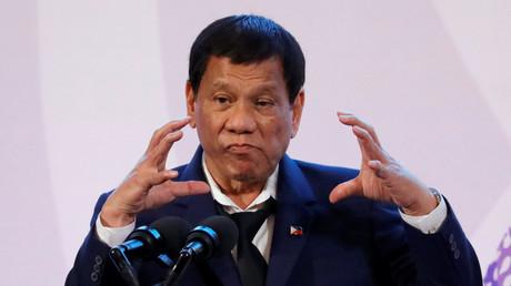 Duterte magához rendelte a manilai USA-nagykövetet: Mi vagyok én? Veszély a demokráciára?