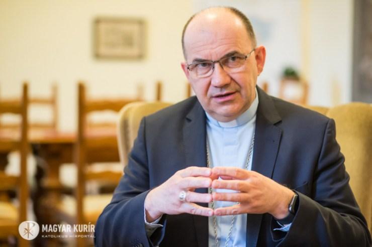 Emberségesen, irgalommal, de el kell számolni – Marton Zsolt a varsói gyermekvédelmi konferenciáról