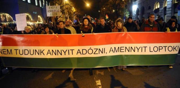 Tüntetésen követelték a NAV vezetőinek lemondását