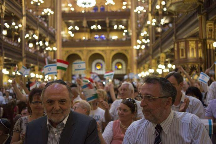 A gyerekgyilkosok mellett tartott szimpátiatüntetést a Mazsihisz, a helytartóság és a Fidesz-szekta