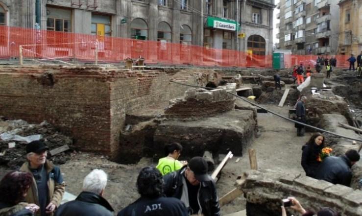 Befejeződtek a Szent György téri régészeti feltárások – Hová tűnt Temesvárról az anjou-kori templom?
