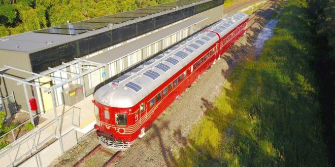 Íme, a világ első napelemes vonata