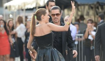 Arcon ütötték Brad Pittet