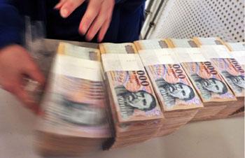 Milliárdos csalást követtek el a számlázási cégláncolatot működtető bűnszervezet tagjai