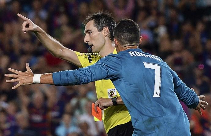 Ronaldo: szép gól, mezlevétel, műesés, piros lap, bírólökés