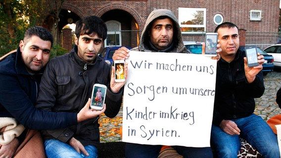 Merkel és a médiája is gyanúsnak tartja már, hogy a menekültek visszajárnak nyaralni a hátrahagyott háborús pokolba