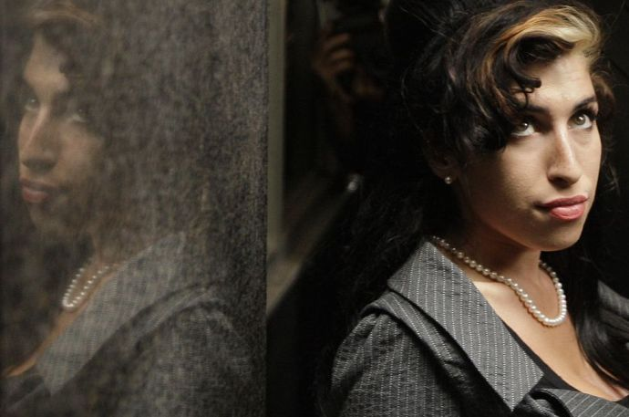 Szobrot kap a tragikusan elhunyt énekesnő