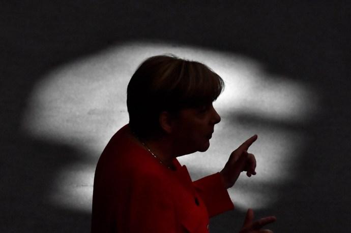 A magyar kormányt is figyelmeztette Angela Merkel