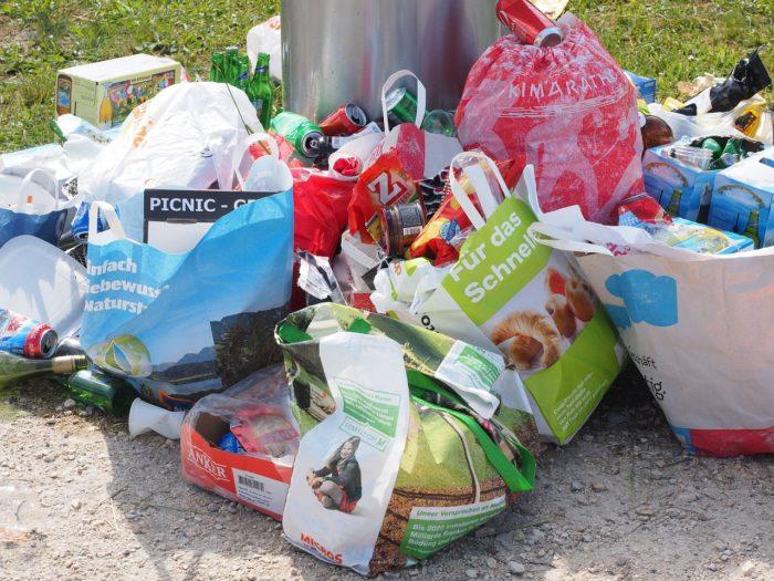 Ukrajnában megtiltják a műanyag szatyrok, zacskók árusítását