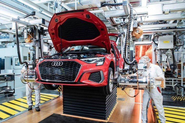 Több mint tízezer munkását helyezte át rövidített munkaidőre az Audi