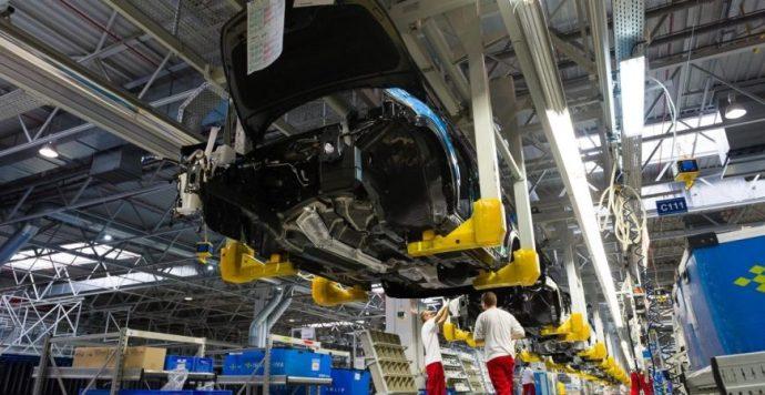 Látványosan épül le a brit autóipar. Szlovákiában a beszállítókat már megcsapta válság szele