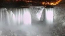 A nagy hidegben befagyott a Niagara amerikai fele