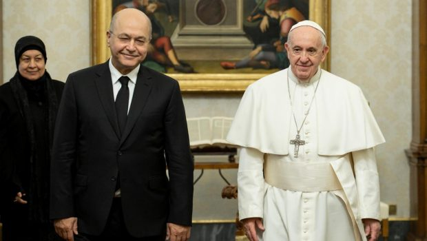 Történelmi jelentőségű látogatásra Irakba érkezett Ferenc pápa