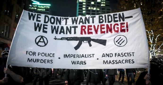 """""""Nem Bident akarjuk, hanem bosszút"""" – Gyújtogat és tombol az Antifa az új elnök beiktatása után"""