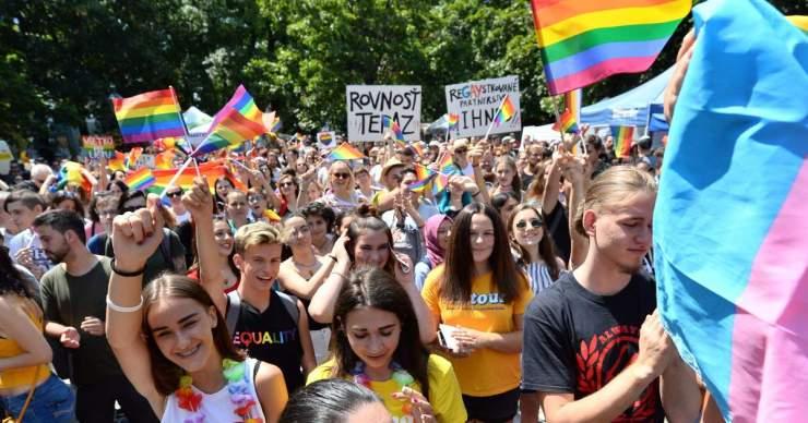 Az OĽANO is dörgölődzik Brüsszelhez – beálltak az LMBTQ őrület mögé