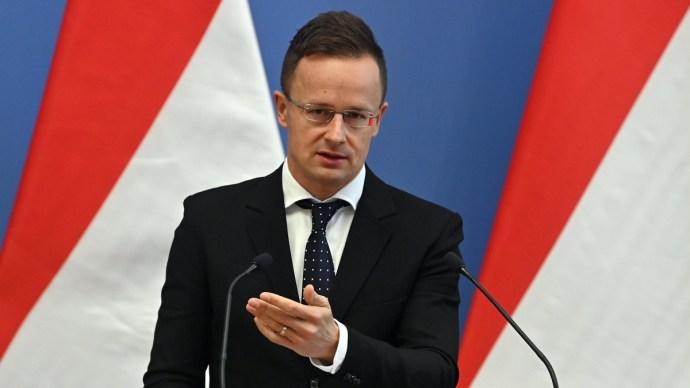 Szijjártó Péter: Magyarország szolidáris Csehországgal az orosz viszály miatt