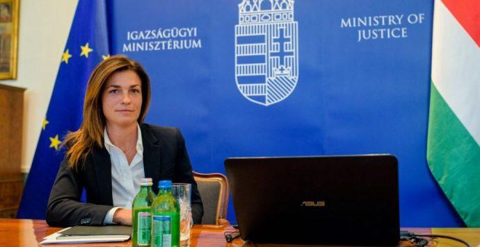 Magyar igazságügyi miniszter: Jourovának mennie kell!