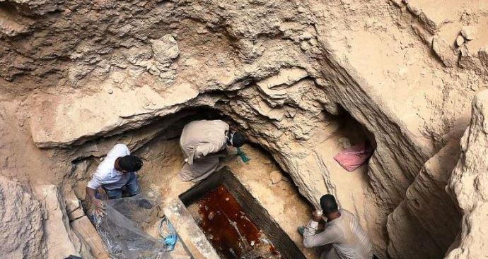 Felnyitották az Egyiptomban talált óriási fekete szarkofágot – Képek