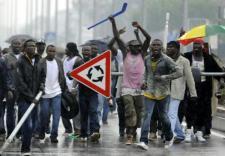 """Lázadó migránsok Portulában: """"Pénzünket akarják és rugdalják az autóinkat"""""""
