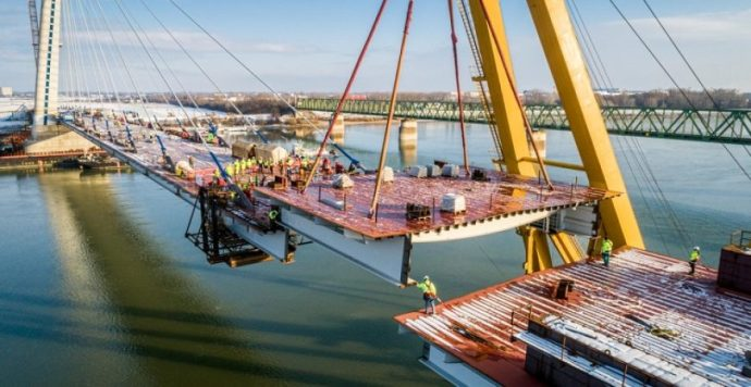 Új Duna-híd – Összenőtt, ami összetartozik: helyére került az utolsó hídelem is Komáromban