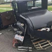 Mobilozott vezetés közben a toyotás, így nullázott le egy 88 éves Ford A Modellt