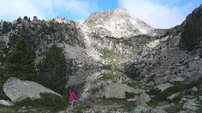 Ultraliberális Macron ország: privatizálják a hegyi tavakat – fizetős lett a kirándulás a Pireneusi hegyekben