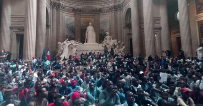 """Afrikai négerek foglalták el a párizsi Panthéont, ahol azt kiabálták: """"Franciaország nem a franciáké"""""""