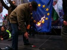 """""""Tűzzel-vassal irtani az eszmei elhajlást, az ellenségeinkkel való megalkuvást"""" – A Jobbik felemelkedése és bukása, III. rész: Parlamenti évek (2012-2014)"""