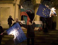 EU-s zászlókat égettek Szófiában