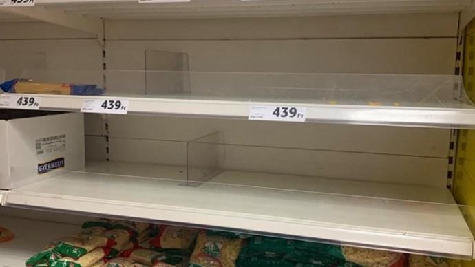 Így tarolja le az élelmiszerboltokat most a magyar – megszólaltak a vásárlók