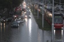 Járhatatlan utak, derékig érő víz. Tegnap a fővárosra is lesújtott az özönvíz (képgaléria)