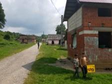 Partiumi cigánybűnözés: almalopáson érték a purdékat – botokkal ütötte, vasvillával szúrta meg a gazdát az összesereglett horda