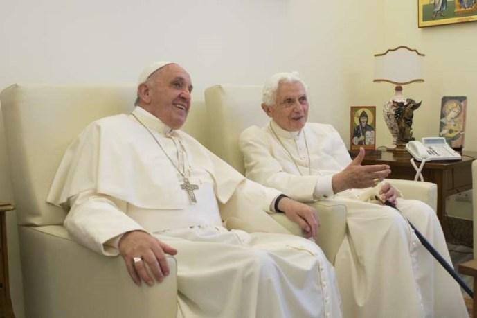 Nincs egyetértés a két pápa között