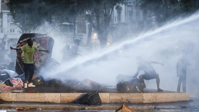 120 afrikait lőtt fejbe Dél-Olaszországban a camorra – a német média hallgat