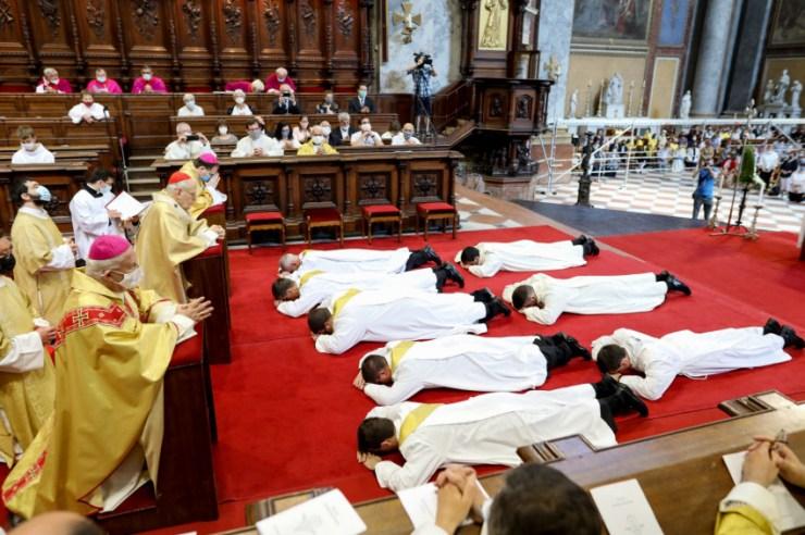 Az Egyház él, az Egyház fiatal – Papokat és diakónusokat szenteltek Esztergomban
