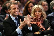"""Berlusconi szerint egész jól karbantartott """"anyja"""" van Macronnak"""