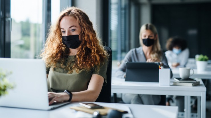 Felmérés: a diákok a maszkban bíznak, a korlátozásokban nem