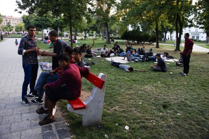 Külön területeket kapnak Budapesten a migránsok