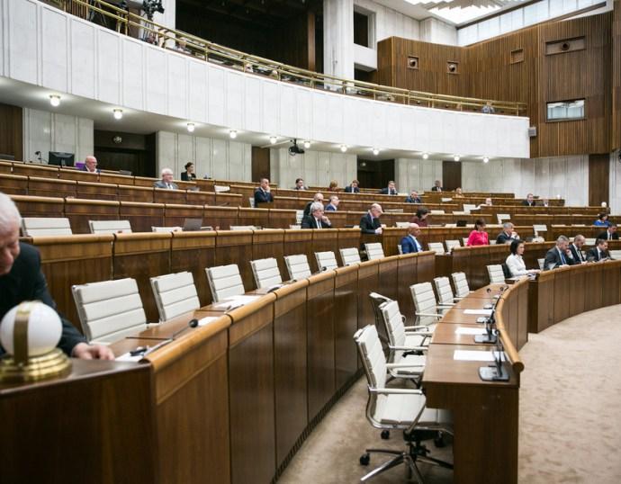 Focus: fej-fej mellett a PS/SPolu és Kiskáék, a magyar pártok továbbra is parlamenten kívül