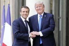 Párizsba érkezve Macront támadta Trump