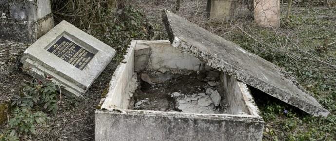 Cigányok rongálták meg a gyöngyösi zsidó temetőt?